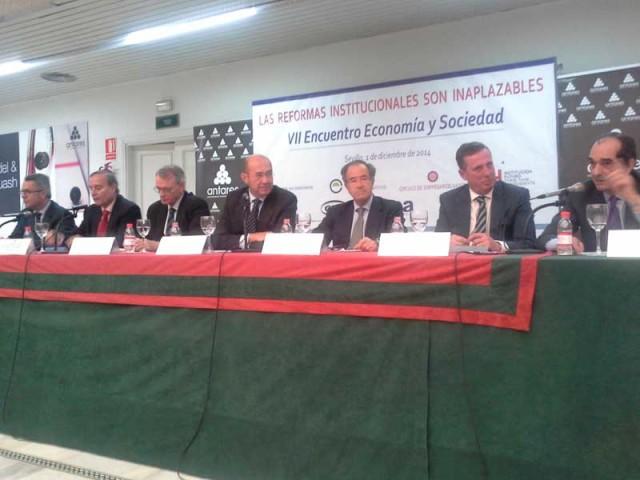 """VII Encuentro """"Economía y Sociedad"""". Las reformas institucionales son inaplazables resumen"""